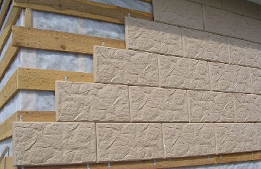 Отделка фасада частного дома панелями под камень фото